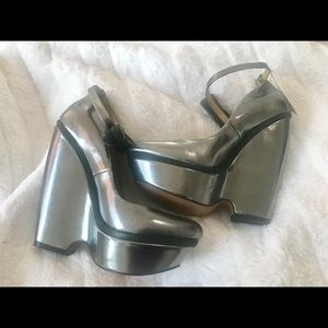NWT Elizabeth and James wedges